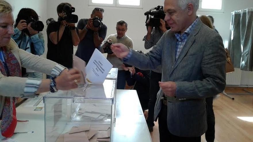 """Fernández (PSN) pide a los ciudadanos que """"mediten"""" su voto y a los partidos que """"primen más lo que nos une"""""""