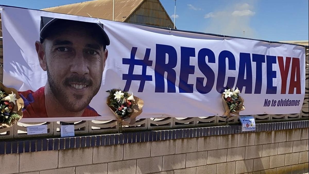 Pancarta de los estibadores de Castellón exigiendo que se agilicen las labores de rescate del trabajador desaparecido.