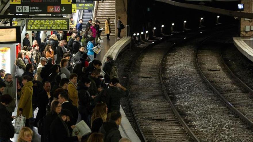 La Generalitat intenta in extremis evitar la huelga en el metro por el Mobile