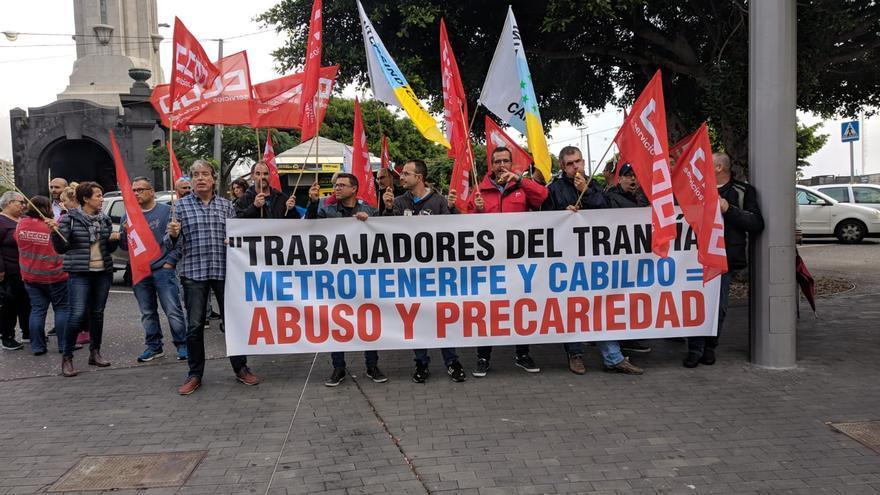 Concentración este lunes por fuera del Cabildo de Tenerife de trabajadores del tranvía