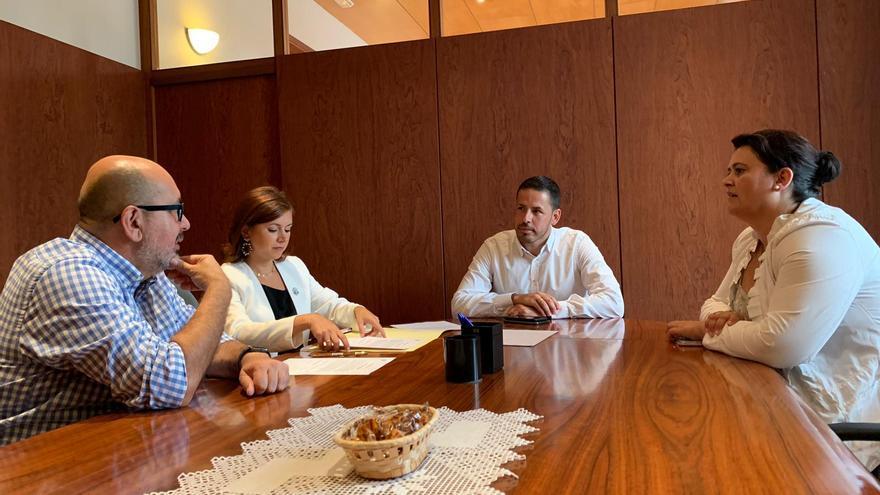 José María Cabrera se reúne con el alcalde de Telde, Héctor Suárez, y la concejala de Recursos Humanos, Celeste López.