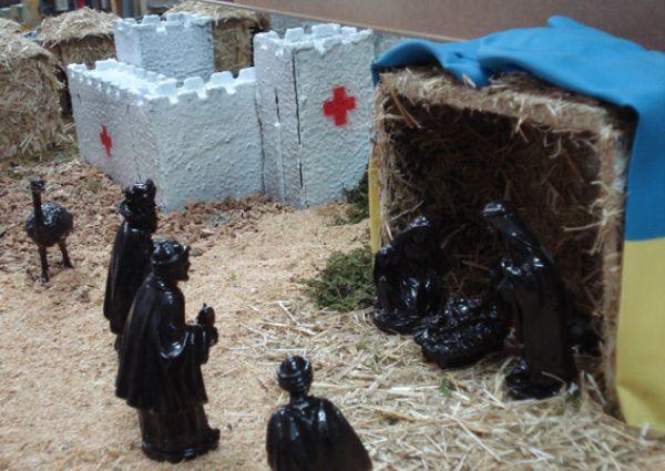 Belén solidario en Fuencarral, con hospital y la cruz roja