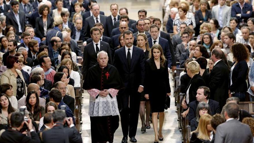 Los Príncipes presiden en Santiago un emotivo funeral por las víctimas del tren