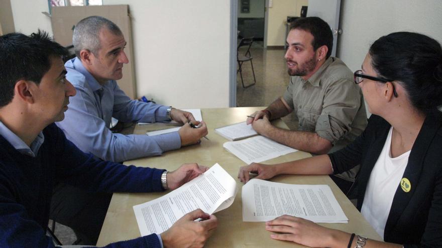 Los candidatos de UPyD, Nebot y Serna, con los representantes de Greenpeace en Murcia