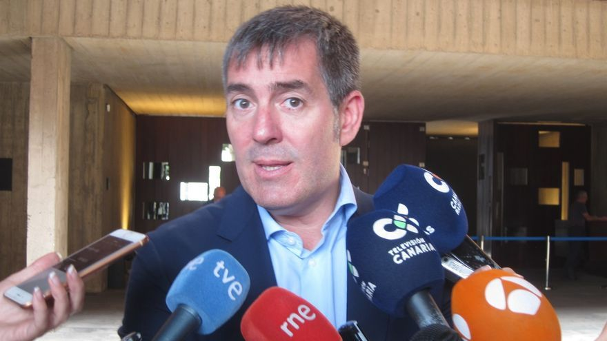 Fernando Clavijo atiende a los medios de comunicación