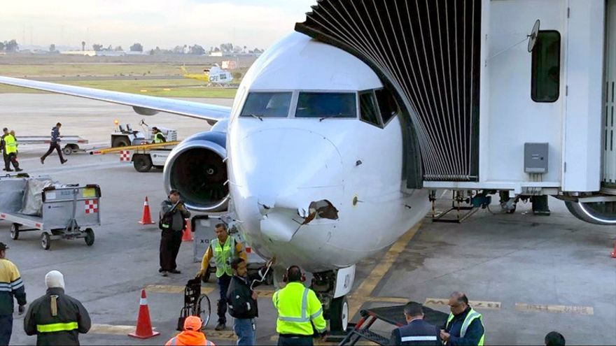 Un avión de Aeroméxico que fue impactado por un dron en Tijuana.