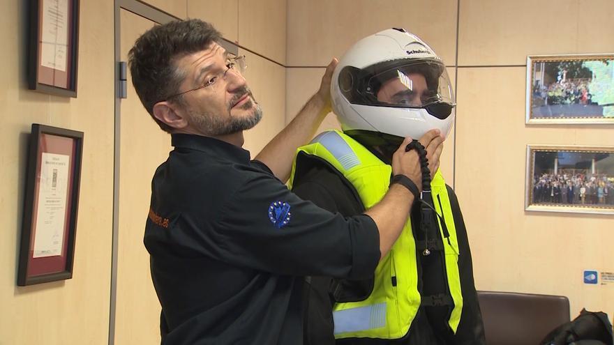 La DGT quiere aumentar la sanción a motoristas por no llevar casco y obligarles a usar guantes