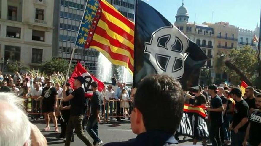 Símbolos nazis en la procesión cívica del 9 d'octubre en Valencia.