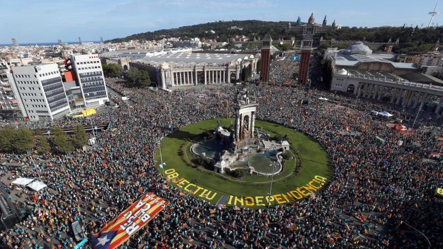 La Diada registra su participación más baja con el independentismo dividido