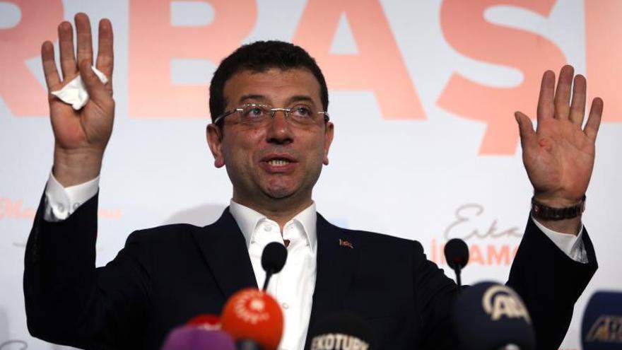 """La oposición teme una """"conspiración"""" en el recuento del voto en Estambul"""