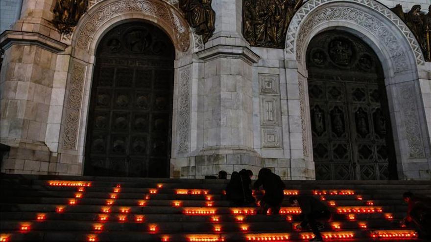 Llega a Rusia el avión con 144 cadáveres de turistas muertos en la tragedia aérea
