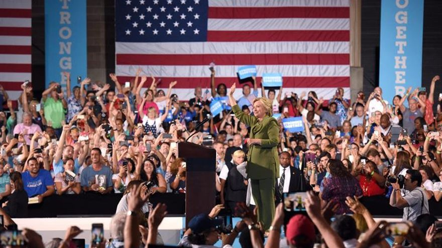 Clinton pone fin a la intriga y elige a Kaine para la Vicepresidencia