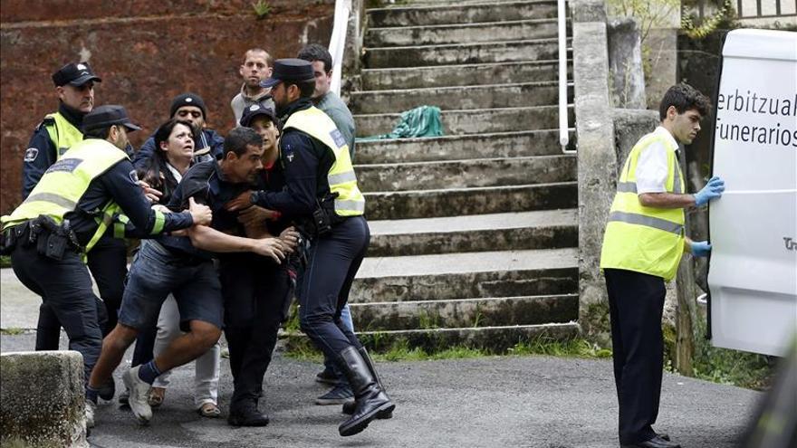 Hallado el cadáver de un varón con signos de violencia en un piso de Donostia