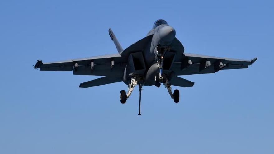 Un avión de combate estadounidense se estrella cerca a base en California