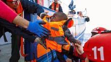 """Salvamento Marítimo Humanitario dice que las 93 personas rescatadas por el buque Aita Mari """"se encuentran bien"""""""