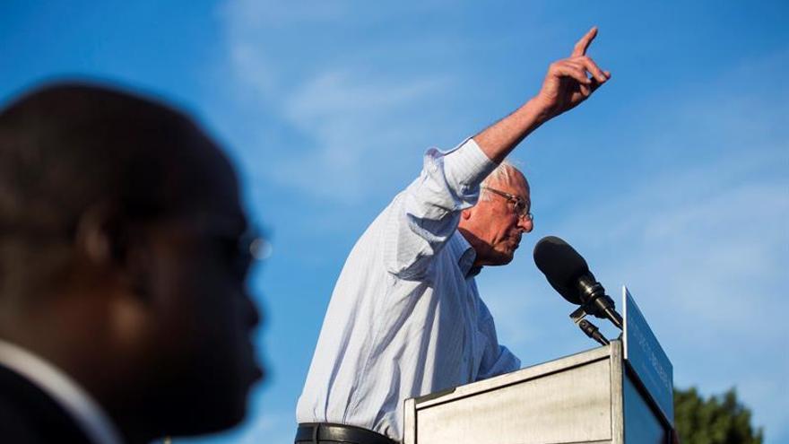 Sanders llama a la unión del Partido Demócrata para una reforma migratoria