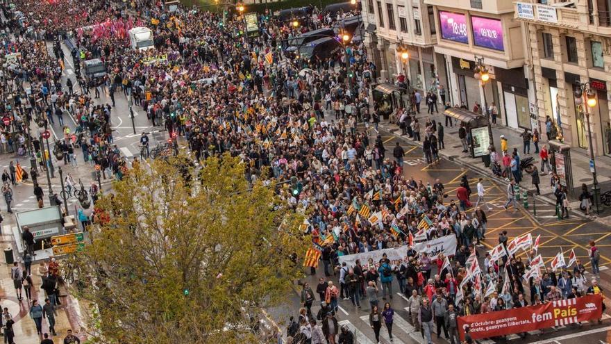 Manifestación de la Comissió 9 d'Octubre por las calles del centro de València