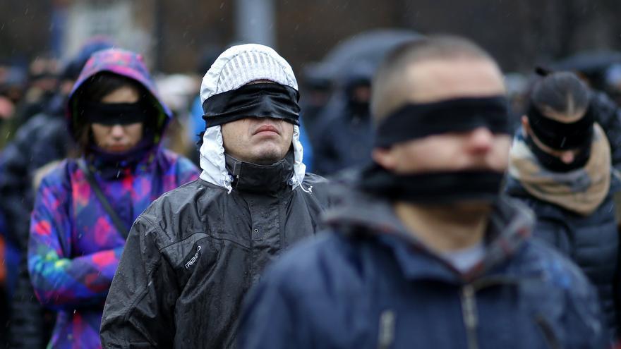 Manifestantes en Rumanía protestan por el recorte de libertades y los últimos cambios en la ley