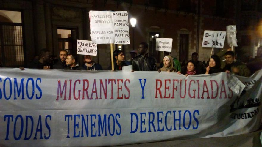 """Manifestación en Madrid bajo el lema """"Todas somos migrantes y refugiadas, todas tenemos derechos"""" / Red Ciudadana de Acogida a Refugiados en Madrid"""