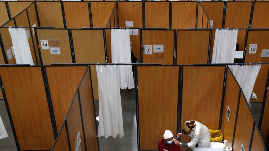 Centro de vacunación en Breziers, Francia