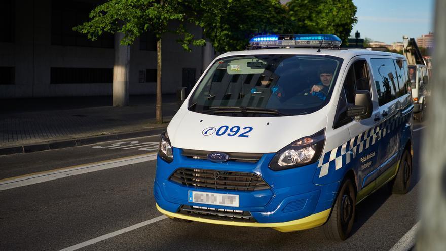 Un coche patrulla de la Policía Municipal en Pamplona