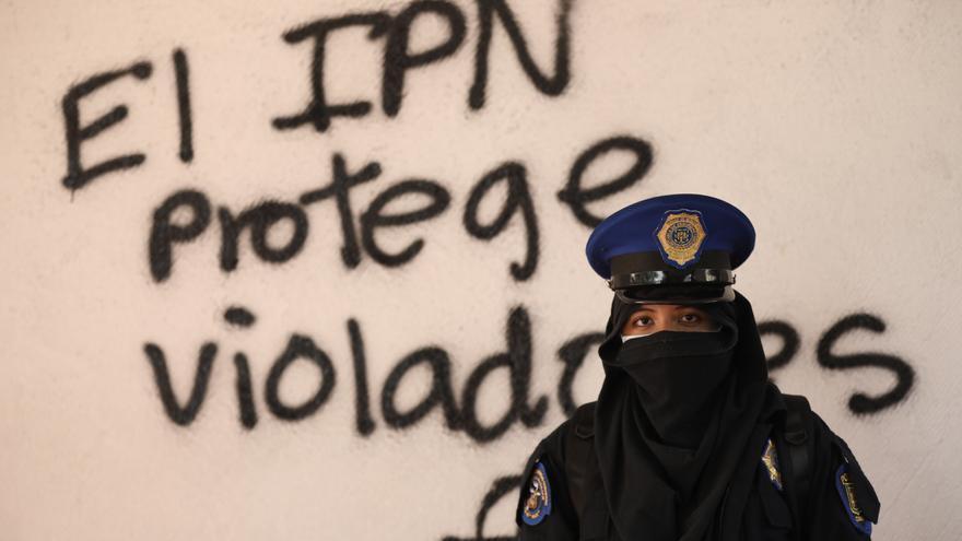 Feministas toman plantel del Instituto Politécnico Nacional de México