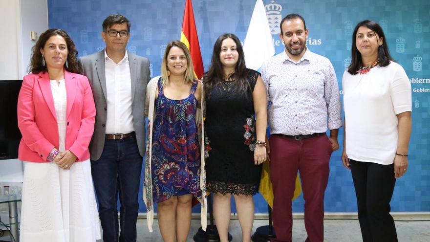 Noemí Santana, junto a los nuevos directores generales de la Consejería de Derechos Sociales, Igualdad, Diversidad y Juventud