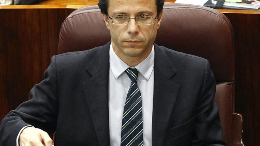 El Gobierno de Madrid asegura que no hay cargos imputados, sino querellados