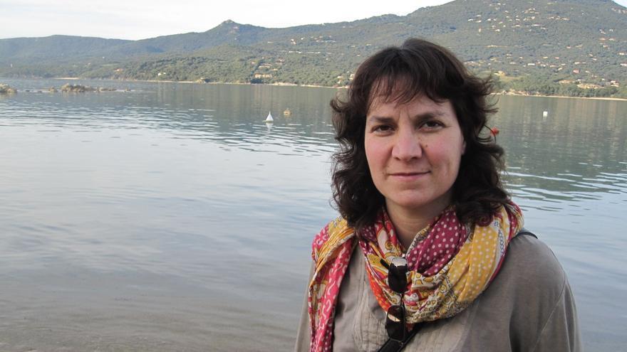 """Núria Empez, educadora social y coordinadora del libro """"Dejadnos crecer. Menores migrantes bajo tutela institucional""""."""