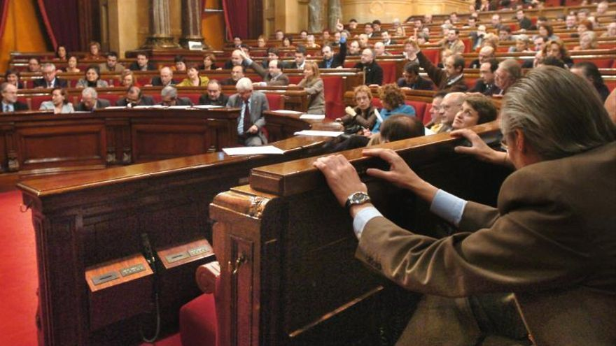 El Parlament aprueba llevar la consulta al Congreso con la ruptura de voto del PSC