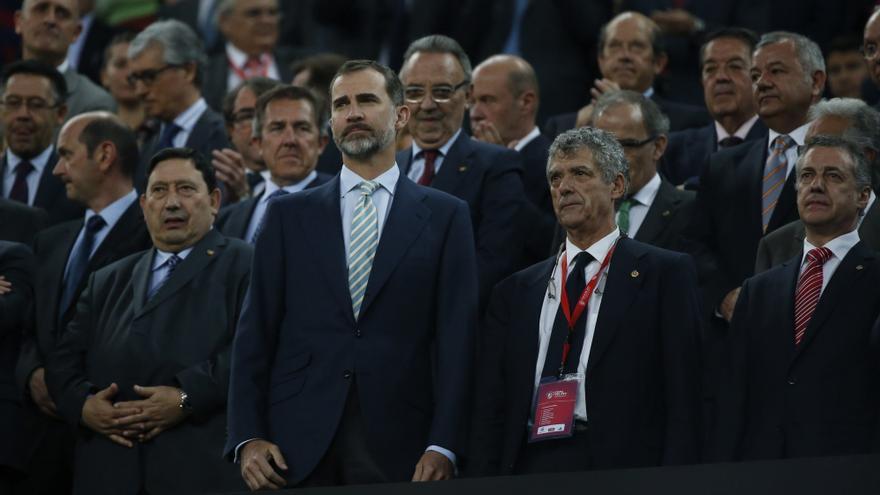 Felipe de Borbón, a su llegada al Camp Nou para asistir a la final de la Copa del rey / EFE