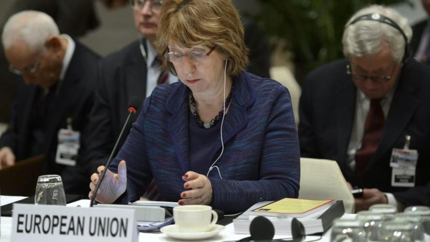 "Ashton viaja hoy a Ucrania y pide a las partes ""diálogo"" para salir de crisis"