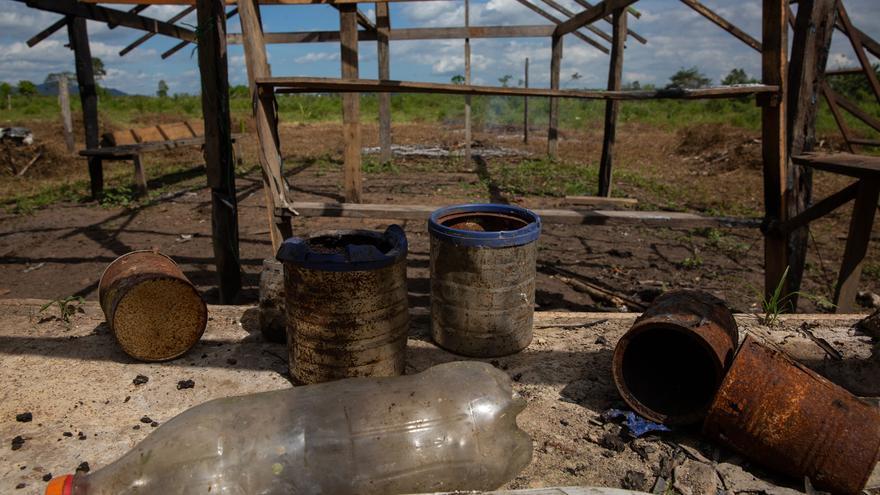 Casa quemada en la granja 1.200