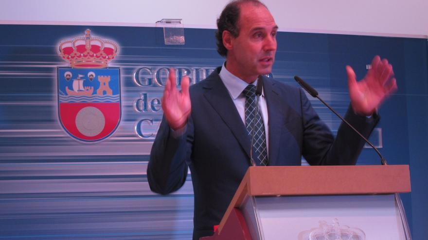 """Presidente de Cantabria acusa a Cataluña de poner """"en riesgo"""" el trabajo del Gobierno sobre la marca España"""