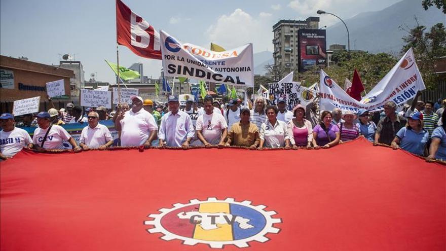 Miles de chavistas marchan en Caracas por el Día del Trabajo