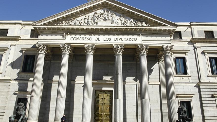 El Congreso reforzará una de las esquinas de la fachada de los Leones, pero recalca que el Palacio no corre peligro