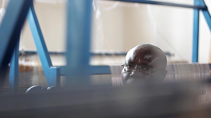 Bemeriki, presentadora estrella de la radio que incitó al odio durante el genocidio de Ruanda, nos atendió en una sala de costura de la prisión central de Kigali./ Jon Cuesta