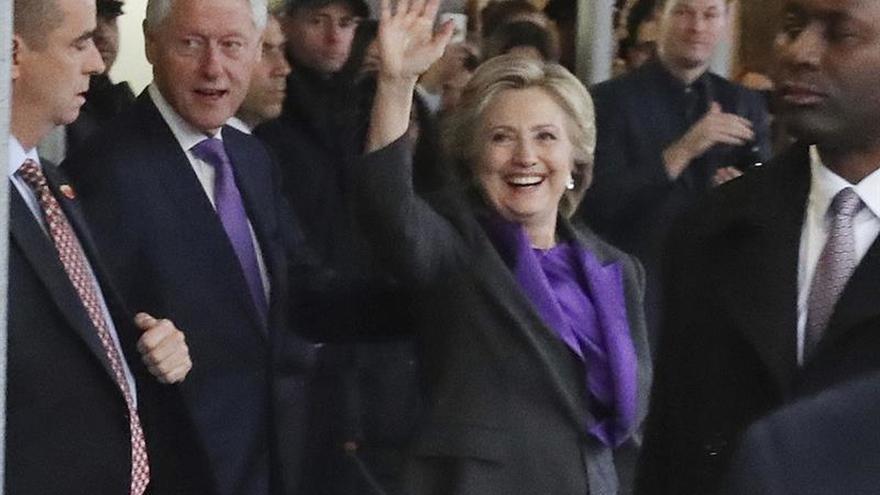 Clinton pide dar a Trump una oportunidad de liderar el país