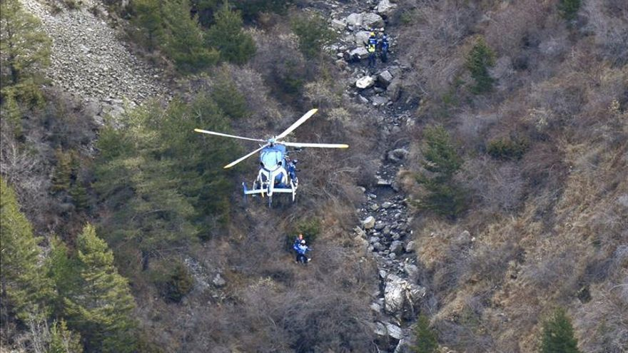 """El comandante del avión de Germanwings dejó fuera de la cabina al copiloto, según """"Le Monde"""""""