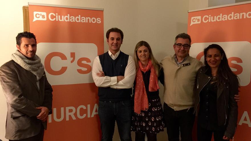 Mario Gónez, a la izquierda, junto al resto de integrantes de la lista de C'c en Murcia / MJA