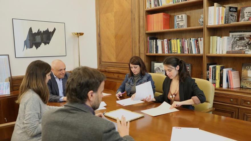 Reunión entre PSOE y Podemos para cerrar el protocolo para el cumplimiento y el seguimiento de la coalición de Gobierno en el Congreso