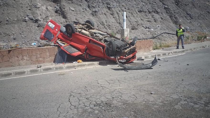 Un vehículo se precipita por una ladera cerca del Merca Las Palmas