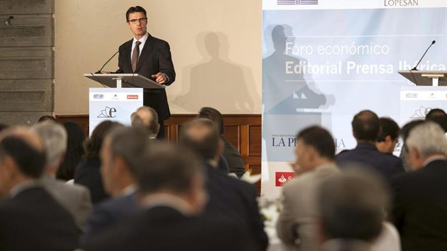El ministro de Industria, Energía y Turismo, José Manuel Soria, durante el desayuno informativo organizado por Editorial Prensa Ibérica en el que ha participado hoy en Las Palmas de Gran Canaria.
