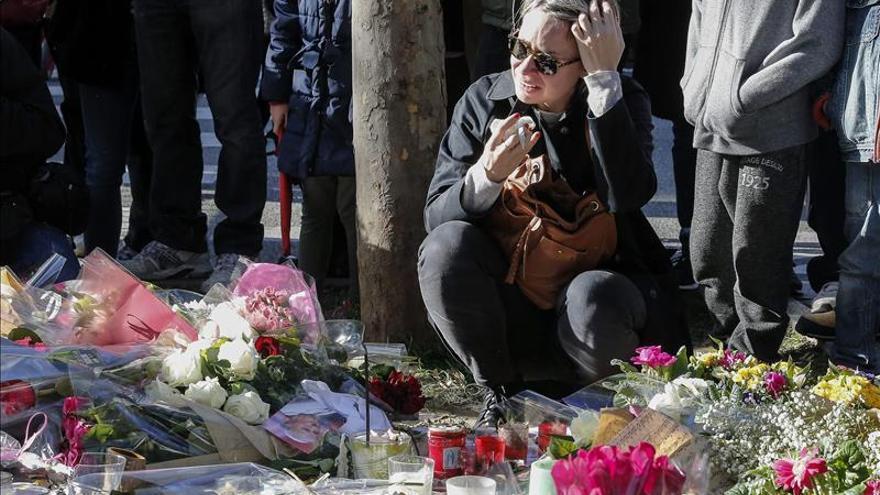 Nieto de cinco años de una chilena asesinada en París logró escapar de Bataclan
