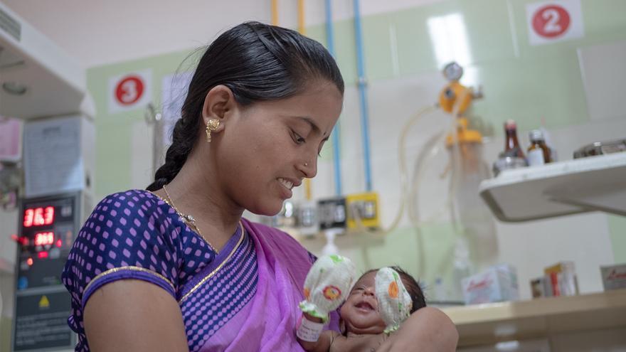 Madavi tuvo un bebé prematuro y se queja del alto precio de los hospitales privados
