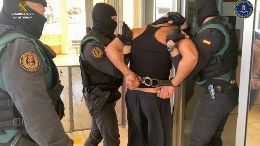 Momento de la detención del estadounidense acusado de tortura y robo