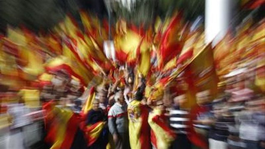 Banderas en Plaza de Colón. EFE Archivo