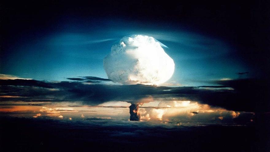 Ilustración de una explosión de bomba atómica