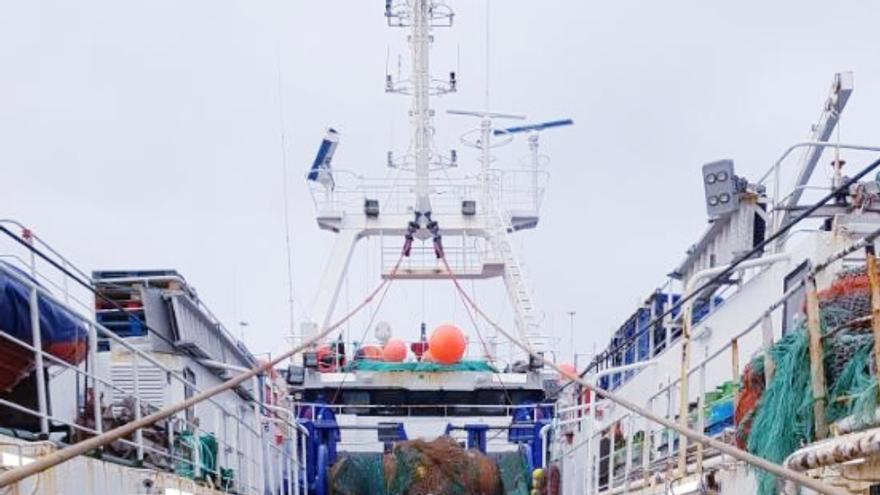 Un observador ambiental durante su trabajo en un buque pesquero en el Atlántico Sur.