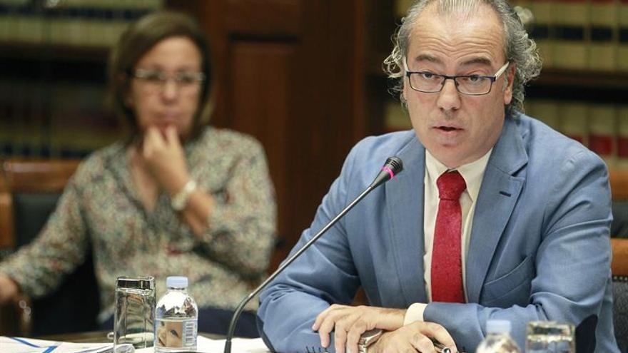El consejero de Sanidad, Jesús Morera, comparece en comisión parlamentaria.